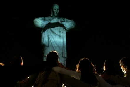 Christ The Redeemer Embraces Rio de Janeiro With Help From Visual Farm