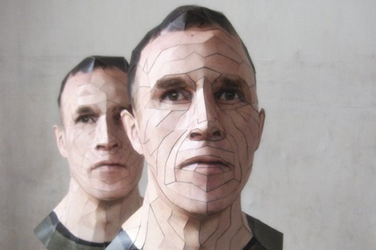 Artist Creates Realistic Portrait Sculptures Using Paper