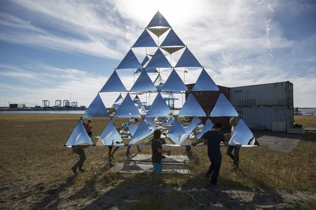 Solar Bell Is A Flying Sculpture Powered By The Wind