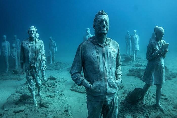 Le mec qui installe des œuvres dans l'océan a encore frappé