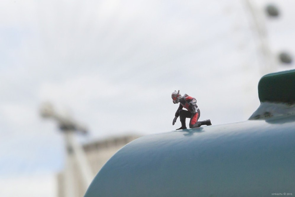 Tiny 'Ant-Man' Sculptures Invade London's Streets