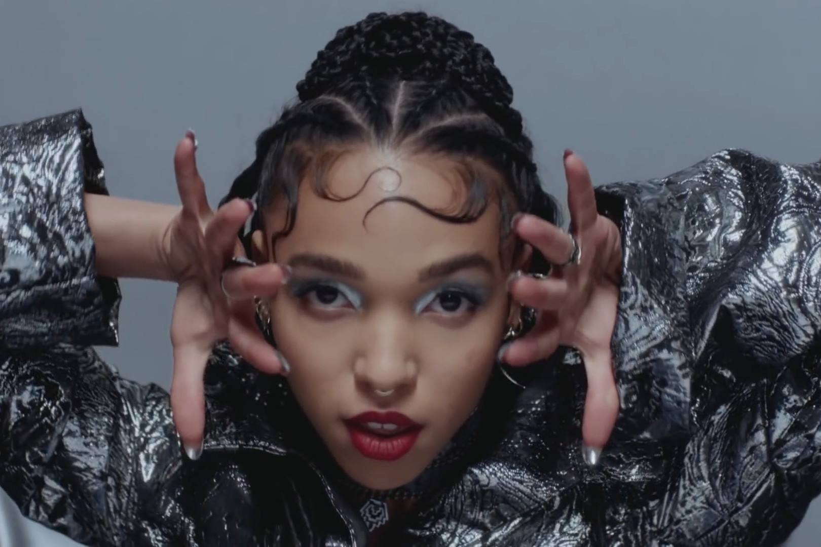 "[Behind-the-Scenes] FKA twigs Takes You Inside ""Glass & Patron"""