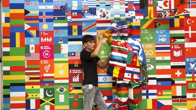 An Optical Illusion Master Disappears in the Flags of the World